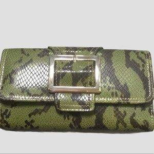 LADIES BUCKLE FRONT WALLET NWOT